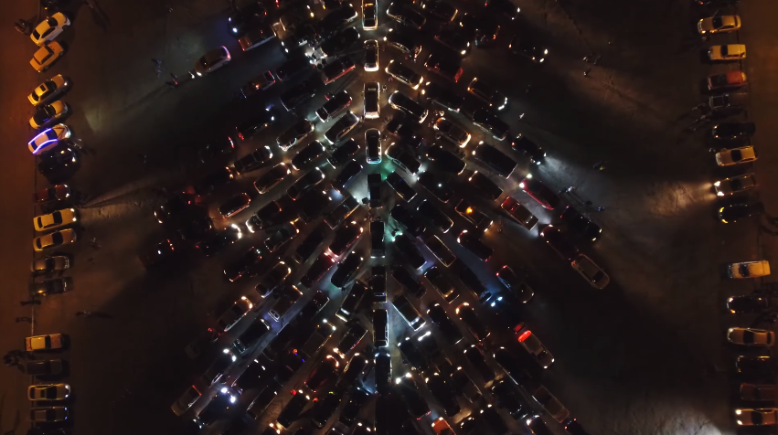 ВЗапорожье возникла  необыкновенная  елка изавтомобилей— Новогодний рекорд